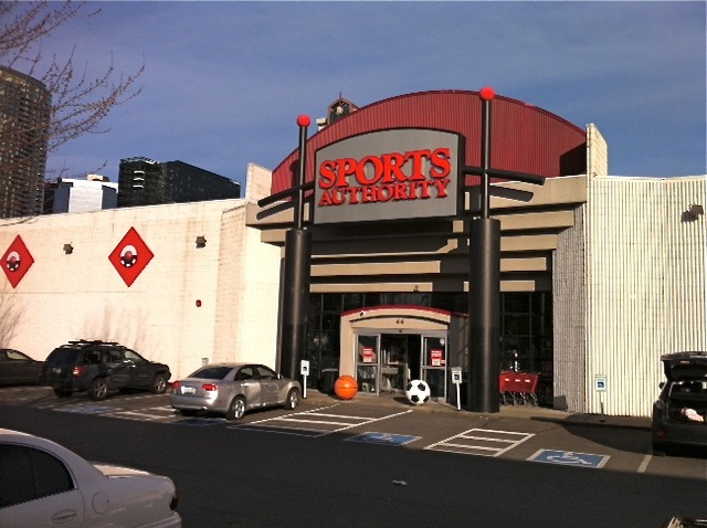 Sports Authority in Bellevue to Close