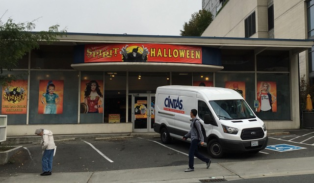 Halloween Store Now Open in New Location
